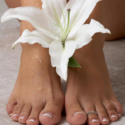 Choose between a mini OR luxury pedicure from Skin Truth, Nail & Beauty Studio in Cape Town! Ideal for pedi lovers!
