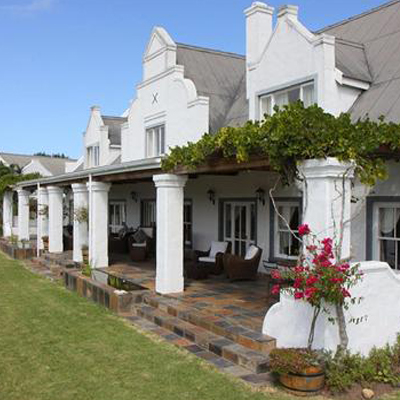 Nestled amongst the Fynbos of Plettenberg bay! Stay at Fynbos Ridge in a luxurious 5* cottage for only R 540 ppn sharing.