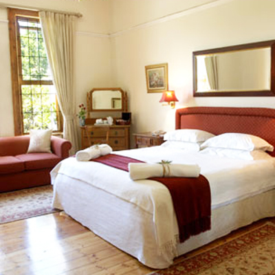 Stay at Magnificent Table Mountain Lodge, with awesome views of Cape Town, for 2 people sharing at only R 355.00 ppn incl a scrumptious breakfast!