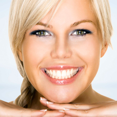 The Hollywood Elite Whitening System for only R370, shipping included! 73% off!!
