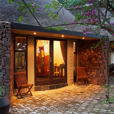 Unwind in the African bush and enjoy the unique surroundings of Birdsong Cottages, nestled just outside Modimolle, Limpopo. Pay R899 per cottage p/n and choose from a variety of self-catering options!!