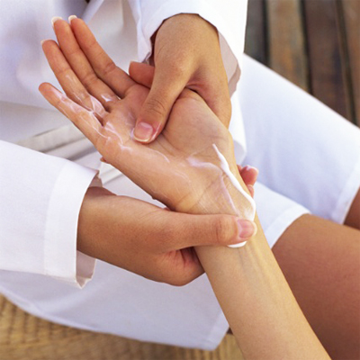 Lovely gift or just a little something to spoil yourself with... Enjoy a hand, foot and a back and neck massage from Journey 2 Joy for only R120! Save 50%!