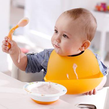 Philips Avent Customizable Learning Spoon & Set of 2 Feeding Bibs