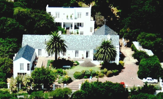 A getaway for 2 at the 4 star Manor on the Bay Guesthouse