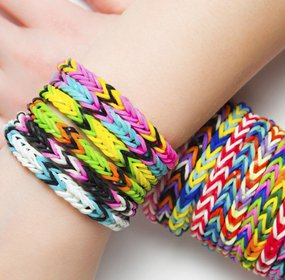 20 Packs Of Loom Bands In Assorted Colours With 200 Bands Per Pack