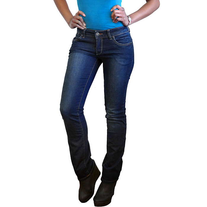 Blue Wash Straight Cut Jeans 5 Pockets And Pocket Embellishments