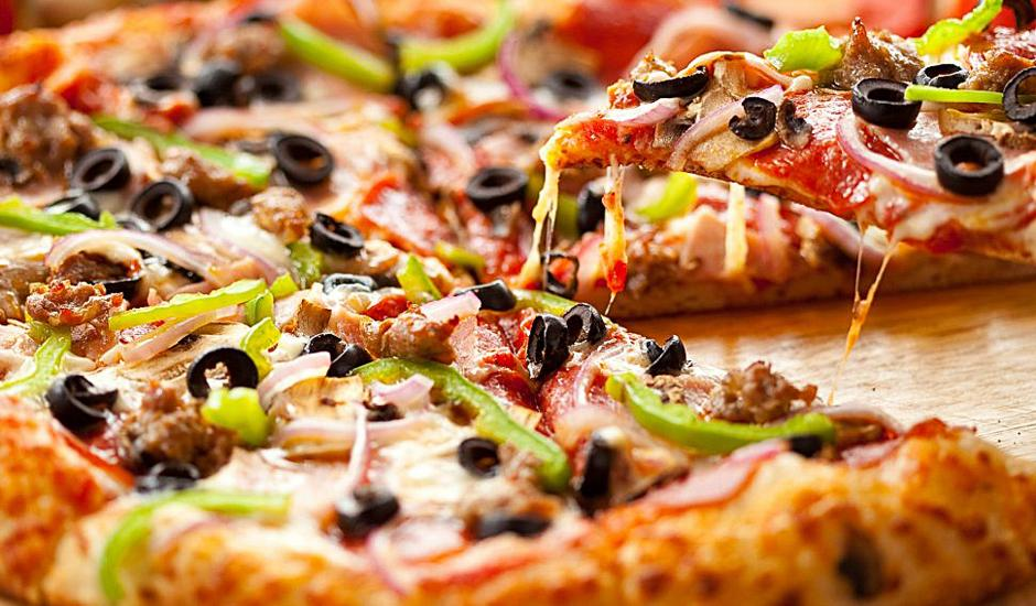 Pizzas, Drinks & Live Entertainment for 2, R89