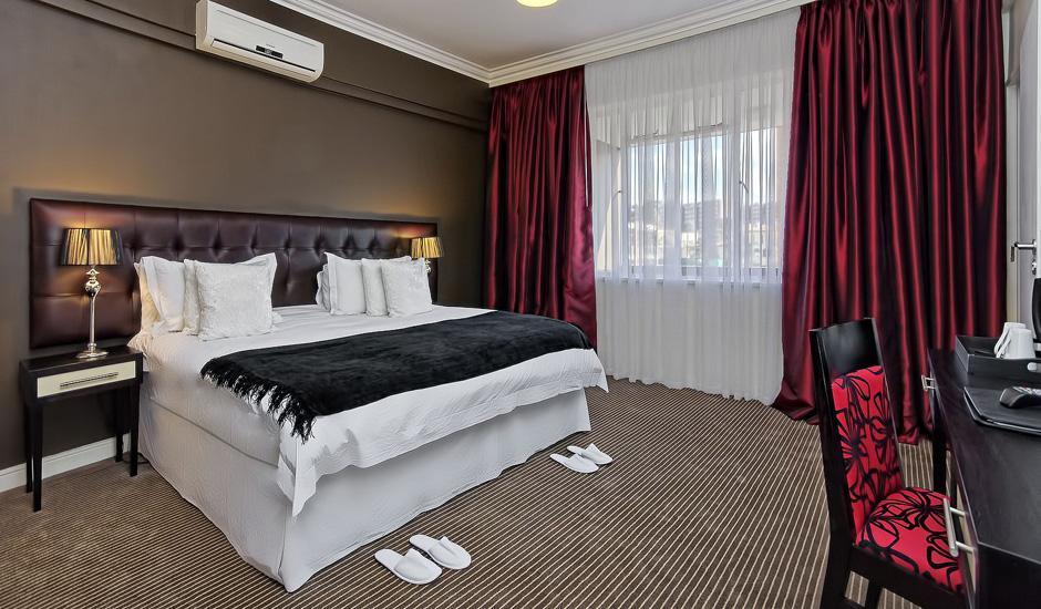 Luxury Accommodation, Breakfast & Dinner From R480