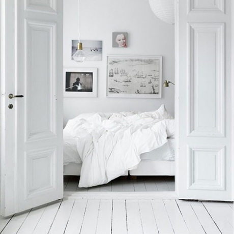 All-White Bedroom Linen & Room Décor