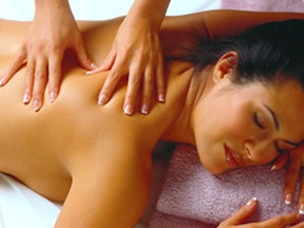 Pay R2700 for an eight-session massage course with certification from Fitwise, valued at R6000 (55% off)
