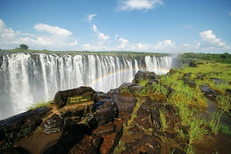 Victoria Falls: Adventure package including flights and B&B