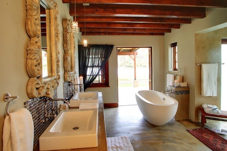 Oudtshoorn: Stay for Two, Including a Bottle of Wine at Madi Madi Karoo Safari Lodge