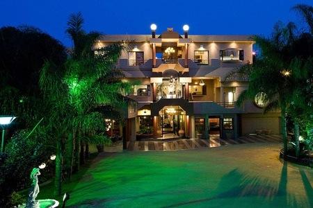 Johannesburg: Accommodation For Two Including Breakfast at Villa Simonne