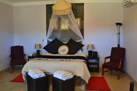Johannesburg: B&B Accommodation for Two at Royal de Swan Guest House