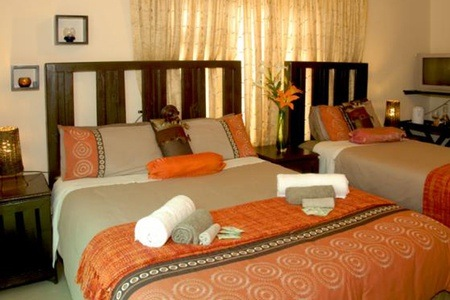 Hibiscus Coast: Bed and Breakfast Accommodation for Two at B Cubed Guesthouse