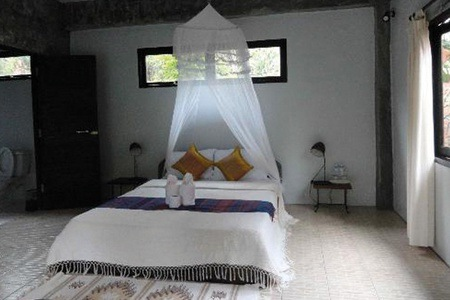 Johannesburg: B&B Accommodation For Two with a Bottle of Champagne at Little Eden Guest Lodge