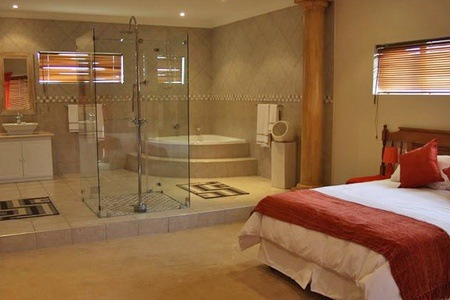Port Elizabeth: Accommodation For Two at Dalcor Estate Guesthouse