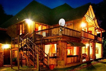 Hartbeespoortdam: Stay For Two People, Including Breakfast at Hartbeespoortdam Lodge
