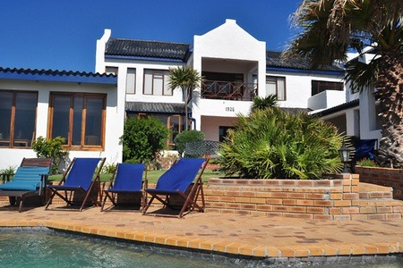 Gansbaai: Accommodation For Two Including Breakfast at Saxon Lodge