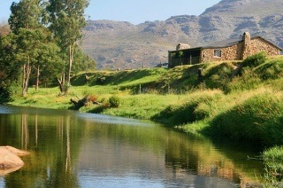 Breede River Valley: Two or Four-Night Stay For up to Four with a Fruit Basket and Wine at Mooiplaas River Cottage