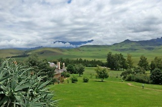 Drakensberg: Two or Three-Night Stay for Two Including Meals at Montusi Mountain Lodge