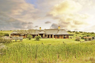 Eastern Cape: Two or Three-Night Weekend or Weekday Stay for Two With All Meals and a Game Drive at Hlosi Game Lodge