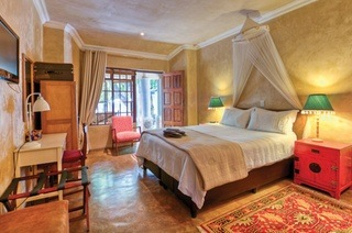 Johannesburg: One or Two-Night Stay with Breakfast and Optional Couple's Spa Retreat at Hands on Retreat