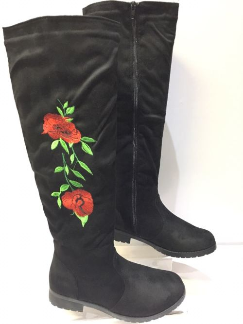 Long Black Boots With Rose Detail