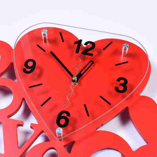 Red Heart Design Wall Clock and Photo Frame