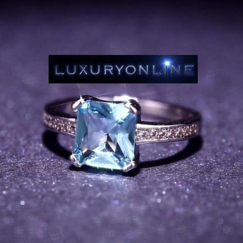 Simulated Aquamarine And 1,28ct Simulated Diamonds