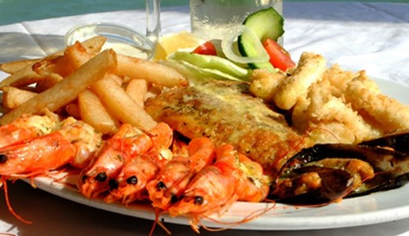 A Seafood Platter for 4 People or Fishermans Platters for 2 People at Surfside Restaurant, Strand!