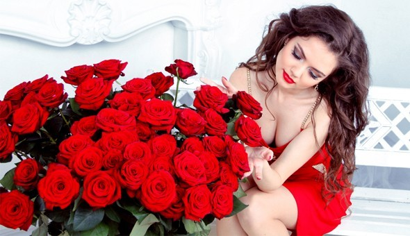Gift Someone with 12, 24 or 36 Long Stemmed Roses, including Delivery