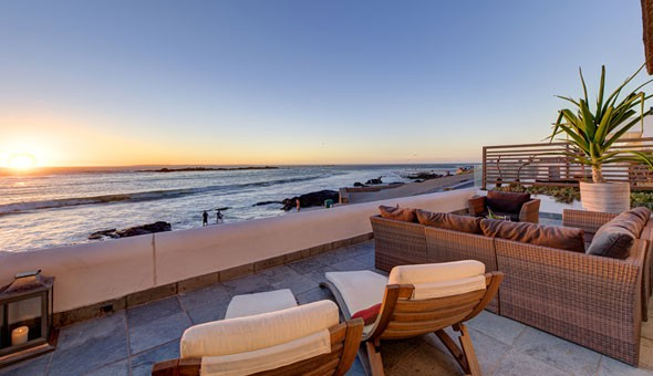 Decadent Luxury: Escape to Santa Maria Beach House & Spa for a luxurious Getaway for up to 4 People, including Welcome Drinks & Canapés on Arrival!