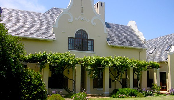 Cape Town: A 1 or 2 Night Weekend Getaway for 2 People, including Breakfast at the 4-Star Cotswold House!