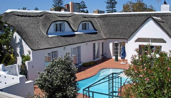 Cape Town: A 1 or 2 Night Weekend Getaway for 2 People, including Breakfast at the Lagoon Lodge!