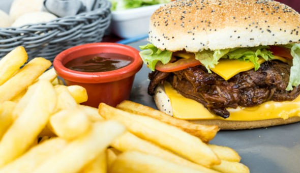 Double Rib & Cheese Burgers served with Chips for up to 4 People at Sangrita!