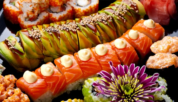 A 35 Piece Sushi Platter for only R165 at Fortune House, Sea Point! Includes: Salmon Roses, Salmon Fashion Sandwiches, Spicy Tuna Rolls, Salmon California Rolls & More!