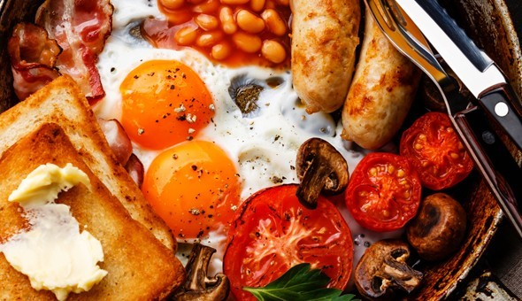V&A Waterfront: Grande Breakfasts for 2 People at Café Alfredo! Each Breakfast Includes: Eggs, Bacon, Beef Sausages, Sautéed Mushrooms, Grilled Tomato, Baked Beans & Toast!