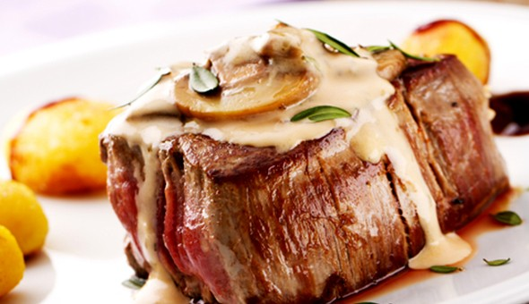 Steak Night for 4 People at Seelan Bistro, V&A Waterfront! Includes: 4 x 250g Sirloin Steaks, 4 x Sides and 4 x Sauces!