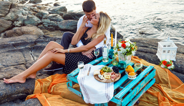 Couples Luxury: Spoil her with a Luxurious Couples Spa Experience & a Gourmet Picnic!