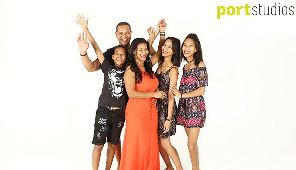 A Fun Photo Shoot Experience for up to 5 People, including Jumbo Prints at only R99!