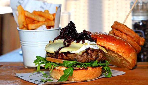 Starter Basket and Gourmet Burgers with Fries for 2 People at The Cape Diamond Hotel!