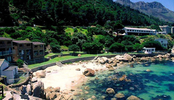 Flora Bay Beach Resort: A Weekend or Weekday Getaway in a Sea Facing Self-catering Unit for up to 4 People!