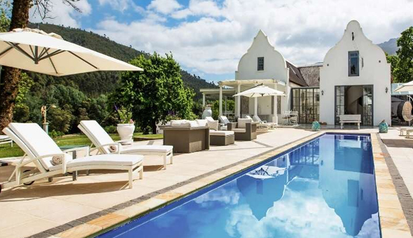 Exclusive: Luxury Getaway for 2 People, including Breakfast, 4-Course Gourmet Dining Experience, Drinks and Afternoon Tea with a Snack Buffet at The 5-Star Grand Dédale Country House!