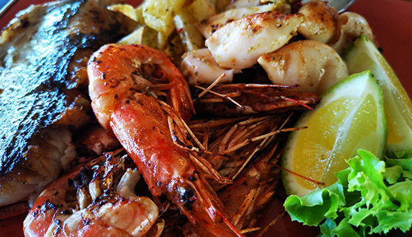 A Seafood Platter and a Glass of Wine each for 2 or 4 People at The Canal Café, located at The 4-Star aha Harbour Bridge Hotel!