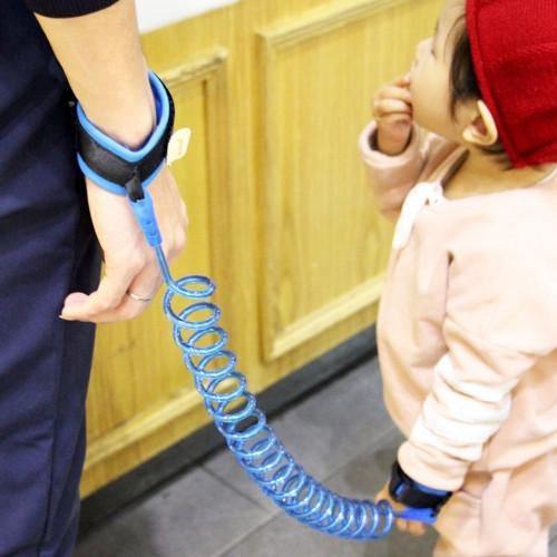 Kids Safety Harness Child Leash Anti Lost Wrist Link Traction Rope Anti Lost Bracelet Length: 2m (Blue)