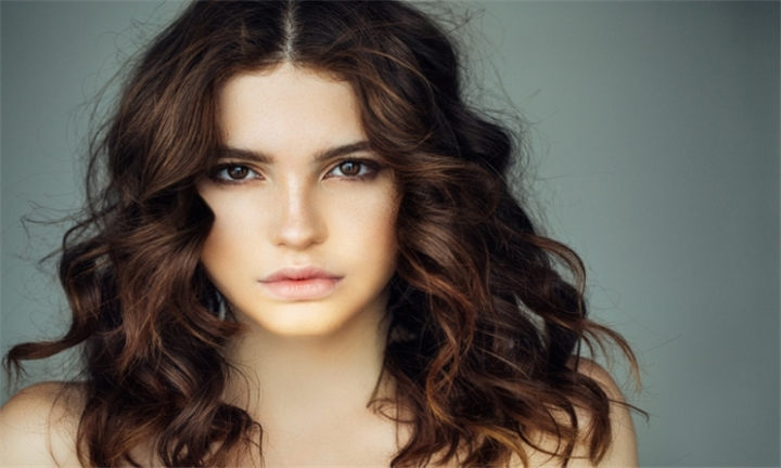 Four Blow Wave and Flat Iron Sessions for R349 at Iconic Beauty