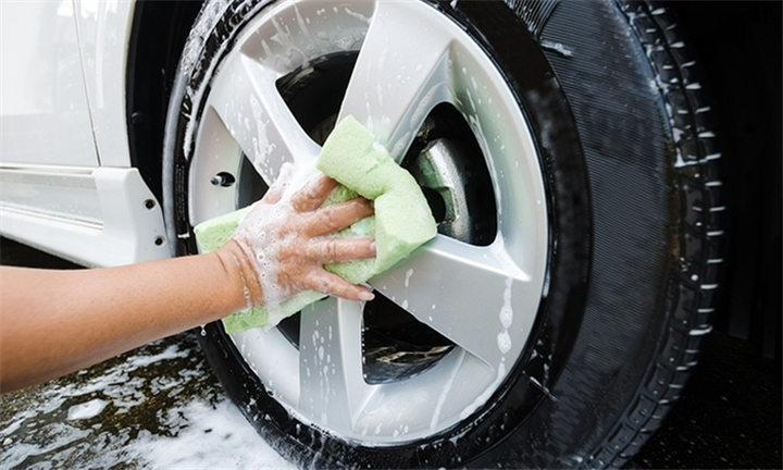 Full Hand Car Wash for One Car from R45 at DeePlace Car Wash