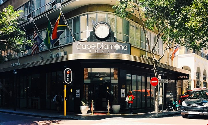 Cape Town: 1 or 2-night stay in Supreme Room Incl Buffet Breakfast at the Cape Diamond Hotel