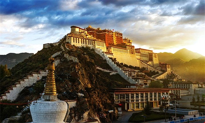 Tibet: 4-Night Stay in 3-Star Accommodation Including Domestic Flights and Breakfast